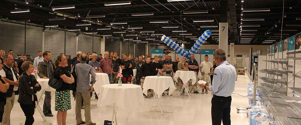 Varehuschef Jan Møller holder talen til Rejsegildet på Bilka i Randers Storcenter.